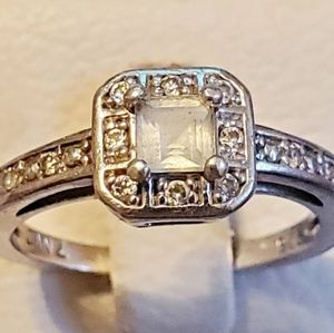 PRE OWNED ENGAGEMENT RING DIMOND